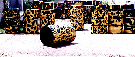 Chandraguptha Thenuwara: Barrelscape, 1998, painted barrels.