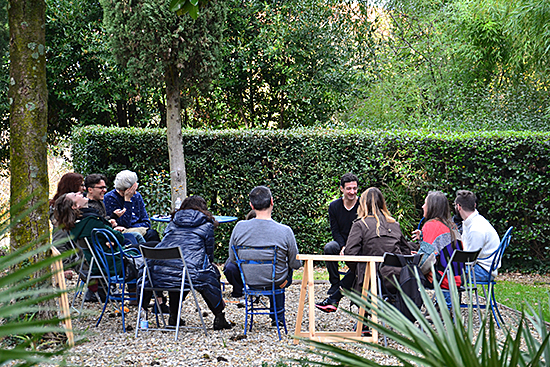 Ill. 8 Garden of Villa Romana, group meeting with Kinkaleri, 2016, photo: Giulia Del Piero